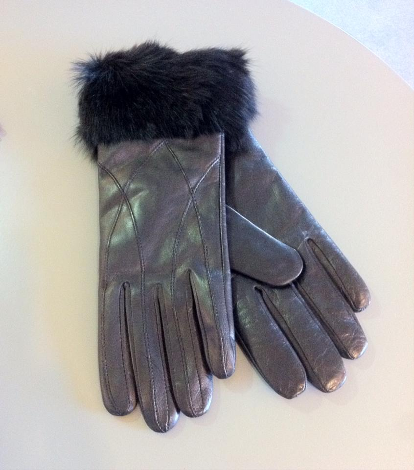 Black leather gloves with fur trim by Pia Rossini €59.95