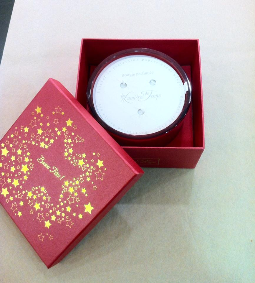 Who doesn't like to burn candles? Especially a Christmas scented one - This large one's by Temp De Lumieres €44.95